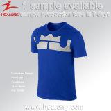 L'homme en gros neuf de Healong n'importe quel basket-ball de logo folâtre des T-shirts