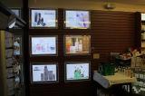 Стена установленная рекламирующ Lightbox в магазине розничной торговли