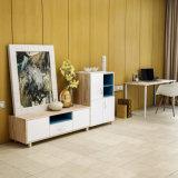 Base de madera mantenida de la talla estándar de los muebles del apartamento con el guardarropa