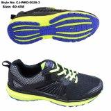 スポーツは新式の通気性および耐久財のスポーツの運動靴に蹄鉄を打つ