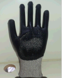 Hppe gris avec des nitriles a enduit le gant résistant de travail de sûreté du niveau 5 de coupure
