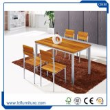 A tabela de jantar da mobília da sala de jantar ajustou-se com as 4 a 6 cadeiras