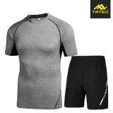 La tuta sportiva maschio di usura di sport di forma fisica dell'uomo mette in mostra i vestiti