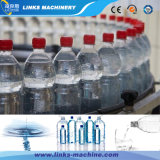 3 em 1 engarrafamento bebendo da água e na máquina tampando