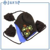 Chapeau acrylique chaud à la mode en gros d'Earflap avec l'étiquette de broderie