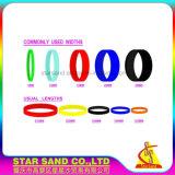 流行のマイクロ二重カラーはシリコーンのブレスレット、ゴム製シリコーンWrsitbandsを捺印した