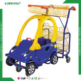 Caddie de supermarché avec le véhicule de jouet de bébé
