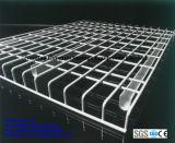 Um deck de malha de arame galvanizado para armazenamento de armazenagem de paletes