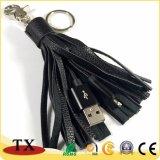 Кабель передачи данных из натуральной кожи метелками зарядного устройства USB при ключе зажигания в цепи