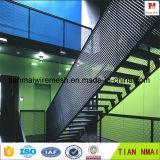 屋根または階段使用はよい工場でなされた金属の塀を拡大した