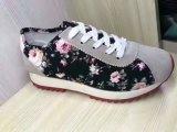 Повседневная обувь с цветком на складе