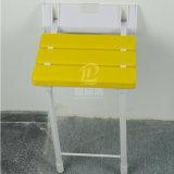 Sullo sgabello di nylon piegante del bagno della sede dell'acquazzone per gli handicappati