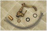 De bronce antiguos escogen el golpecito de mezclador del lavabo de la maneta