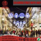 通りのクリスマスの装飾ライトを渡る防水LED
