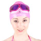 大きいフレームが付いている水泳帽そして水泳のギョロ目
