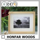 Frame de retrato de madeira ereto antigo para o presente