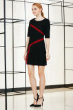 肘の袖によって合われる服が付いている固体縞カラーブロックの服