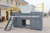 Rifiuti solidi, scarto, rifiuti comunali che riciclano la macchina della trinciatrice