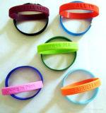 Популярный горячий продавая выбитый браслетом Wristband силикона печатание Debossed