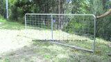 家畜のための波カッコが付いているチェーン・リンクの塀