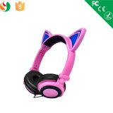 流行の猫耳LEDの軽いステレオのワイヤーで縛られたヘッドセット