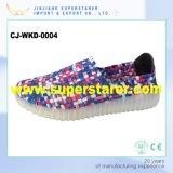Светящие вскользь связанные верхние ботинки женщин СИД людей с светом СИД