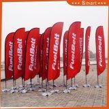 La lámina por encargo del viento señala el indicador de playa por medio de una bandera de la vela