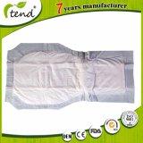 使い捨て可能なTの形の大人のおむつは大人のための不節制のパッドを挿入する