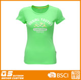 건조한 적합 t-셔츠를 달리는 여자의 스포츠