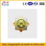 Custom Venta caliente forma Sol Metal pintura insignia de solapa para regalo