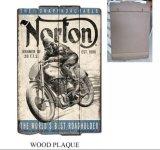 Металлическая пластинка типа мотоцикла творческой деревянной декоративной стены доски деревянная