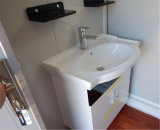 Banheiro do serviço público com toalete