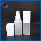 Kosmetik, die starke quadratische Plastikflasche verpackt