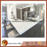 Partie supérieure du comptoir blanche moderne de cuisine de pierre de quartz