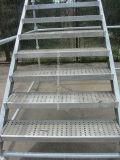 De Trede van het Staal van de Steiger van het Systeem van Cuplock voor de Ladder die van de Steiger wordt betreden