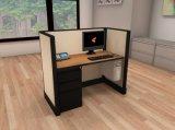 Oficina del cubículo del diseño moderno, sitio de trabajo abierto linear de la oficina