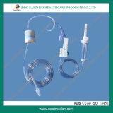 Dehp-vrije Beschikbare Infusie Set/IV die Reeks met de Regelgever van de Stroom geven