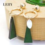 Les boucles d'oreille de baisse en bois normales d'interpréteur de commandes interactif de bijou de mode conçoivent le plus tard le bijou