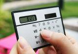 Calcolatore Pocket del fumetto/calcolatore tenuto in mano (piede-a forma di)