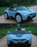Paseo del juguete de los cabritos en los juguetes eléctricos de los pequeños animales de los coches