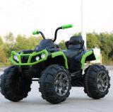 Passeio novo dos miúdos no carro elétrico do brinquedo do veículo com rodas do quadrilátero 4 de ATV com a bateria 12V