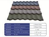 構築または建物または屋根ふき材料の石の上塗を施してある金属の屋根瓦