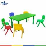 Haltbarer Plastik scherzt Tisch mit wahlweise freigestellten Farben