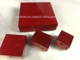 Contenitore stabilito di monili rossi di legno solido
