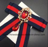 De recentste Broche van de Manier voor de Broche van het Bergkristal van de Verkoop voor Broche Bowknot van het Kostuum van Vrouwen de Rode en Blauwe (c-Boog)