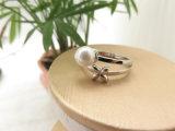 Anillo antimanchas plateado Rhodinum de encargo de la perla del flor de la talla