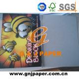 競争価格のスケッチで使用される白い木材パルプのスケッチの本