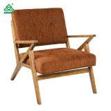 高密度泡が付いているロケットブラウンアームアクセントの椅子の純木の足