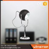 침실 테이블 램프가 신식 싼 검정 24V LED 철에 의하여 농담을 한다