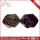 花が付いているコンパクトな小型ミラーの正方形の折るミラー